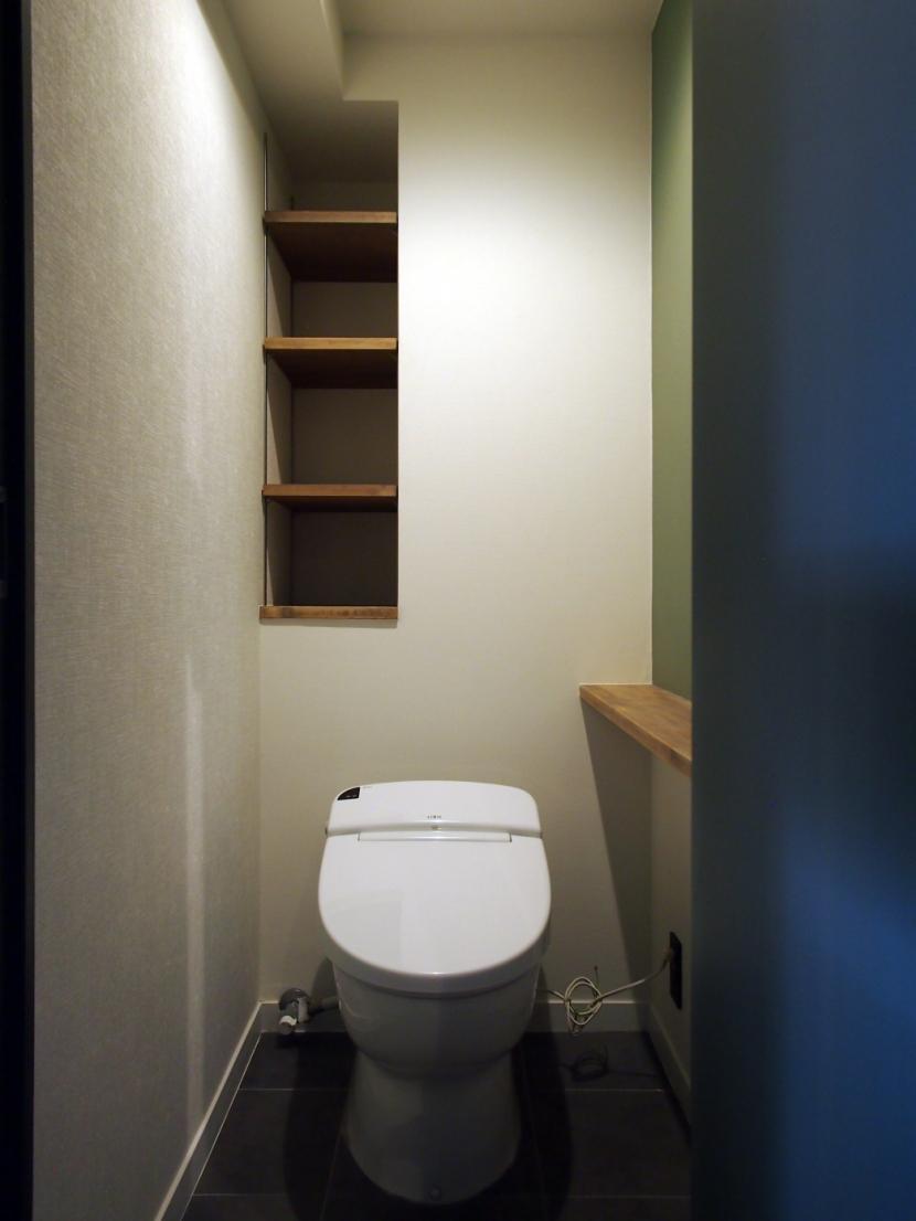 見せる収納にこだわり~下馬の家の部屋 トイレ