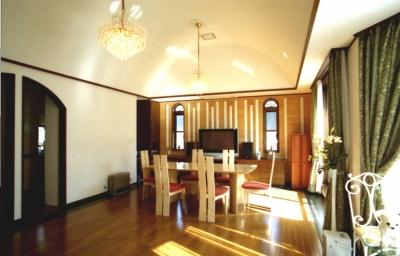 RCではない木造戸建て住宅-M (ボールト天井の居間)