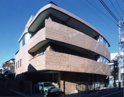 地下+地上1階診療所。2・3階住宅-Y (外観)
