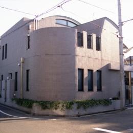 都心地住宅街のRC地下室ありの戸建住宅-M