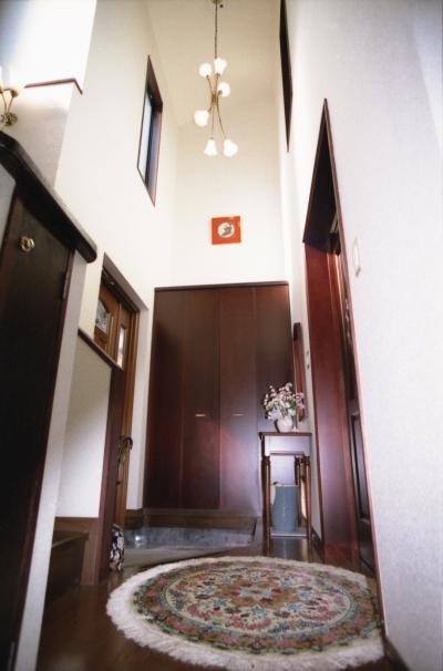 玄関 (都心地住宅街のRC地下室ありの戸建住宅-M)