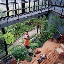 建築家 ガーデナー建築家/勝田無一の事例「雨が降っても家の中でバーベキュー!  アウトドアライフを楽しむ明るい土間の家」