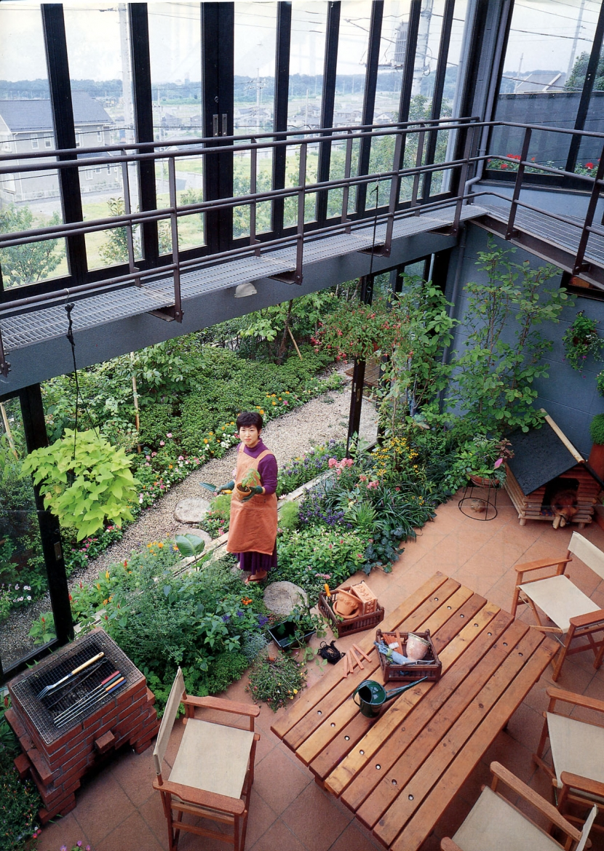建築家:ガーデナー建築家/勝田無一「雨が降っても家の中でバーベキュー!  アウトドアライフを楽しむ明るい土間の家」