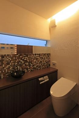 青葉町のコートハウス (トイレ)