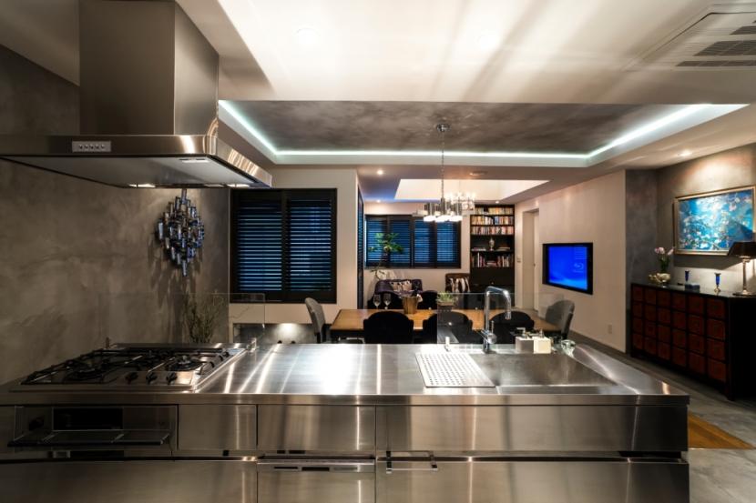 リフォーム・リノベーション会社:QUALIA「ヨーロピアンとオリエンタル、モダンが融合した、高級感あるラウンジのような空間」