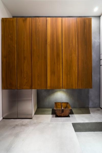 玄関 (ヨーロピアンとオリエンタル、モダンが融合した、高級感あるラウンジのような空間)