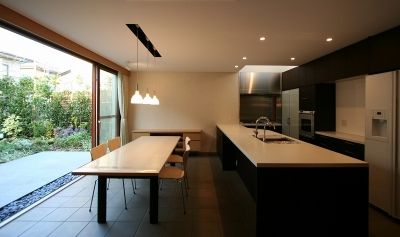 木ルーバーの家 (ダイニングキッチン)