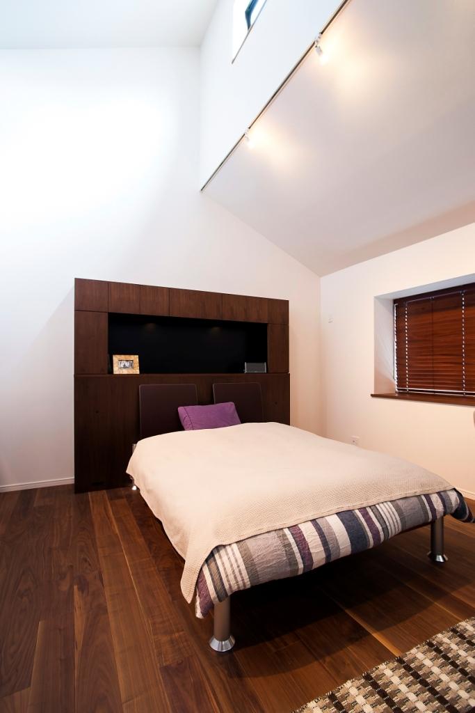 本格的なバーを備えた大人のプライベート空間 (ベッドルーム)