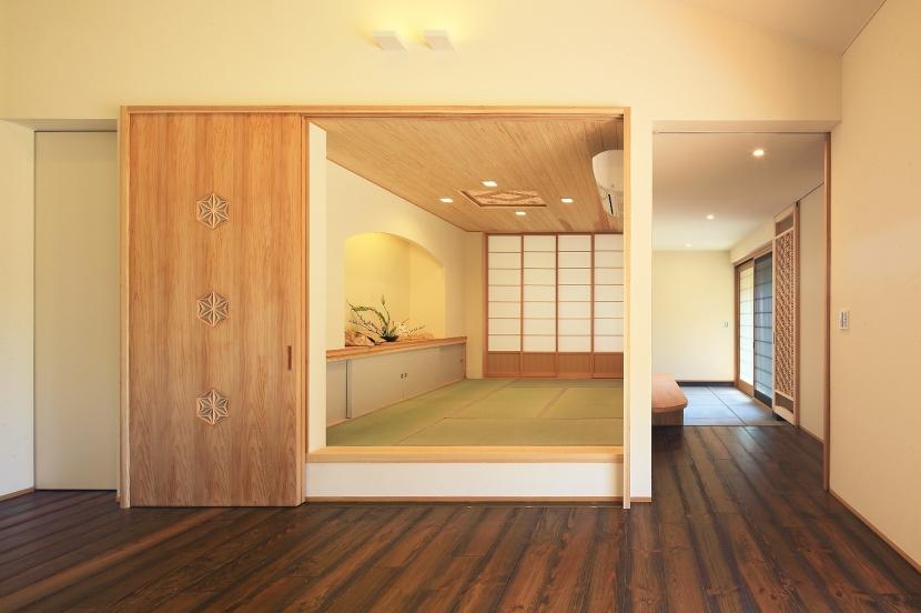 癒しの森の中の平屋住宅の写真 和室