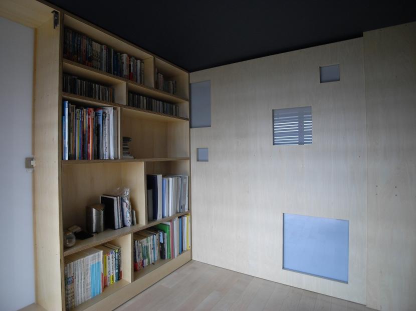 可動本棚の家の部屋 寝室
