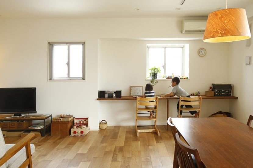 H邸・家族の笑顔にあふれる快適な住まいの部屋 リビングダイニング(カウンターデスク)