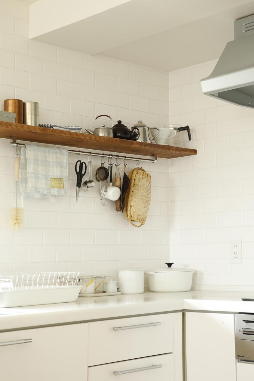 H邸・家族の笑顔にあふれる快適な住まいの写真 キッチン棚