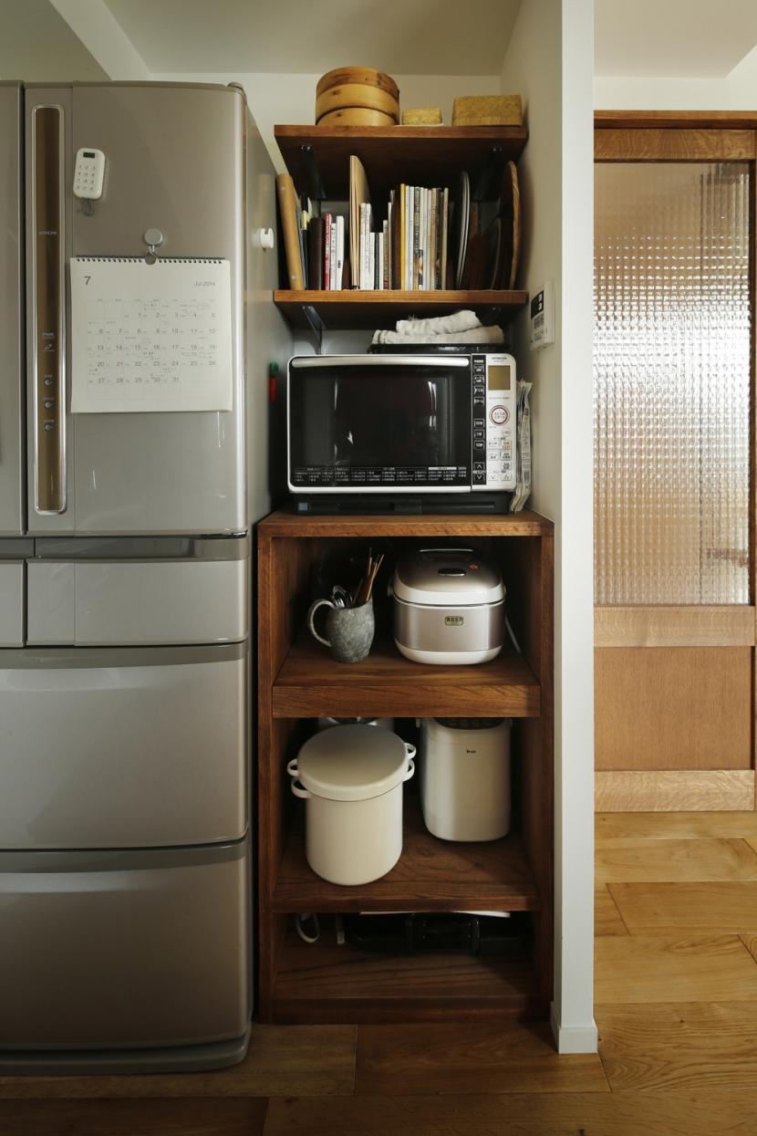 H邸・家族の笑顔にあふれる快適な住まいの写真 隙間収納棚