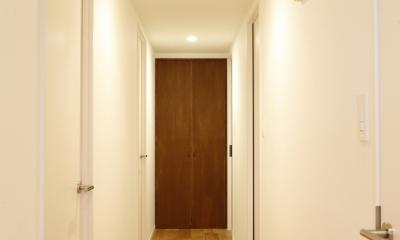 H邸・家族の笑顔にあふれる快適な住まい (廊下)
