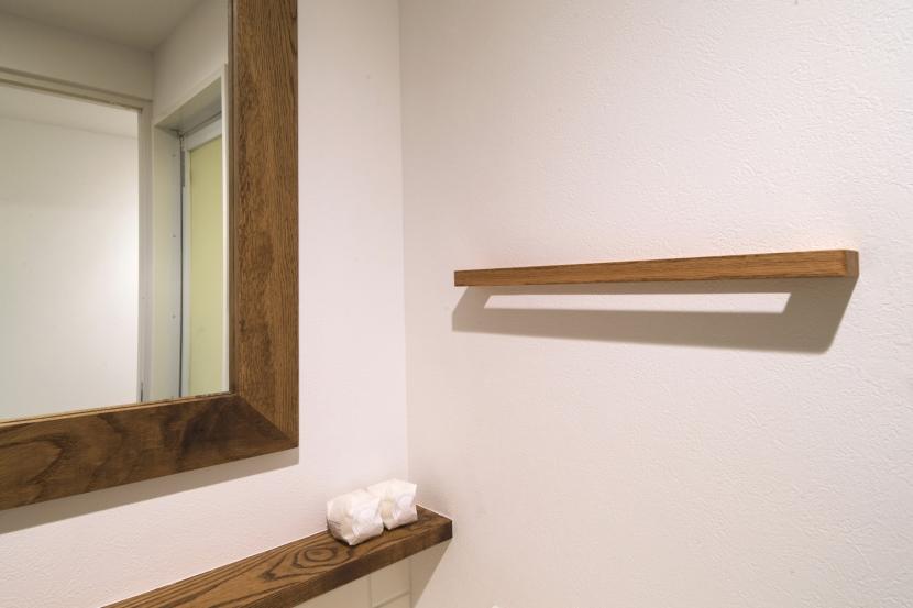 H邸・家族の笑顔にあふれる快適な住まいの写真 洗面台タオルかけ