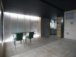 可動本棚の家 (建具間接照明)