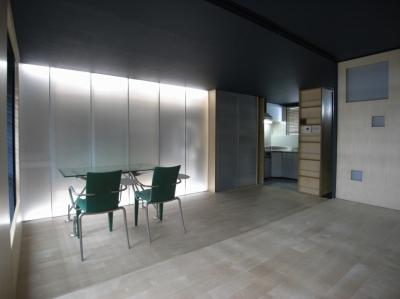 可動本棚の家 -可動家具・可動間仕切りで間取りの変わる家- (建具間接照明)
