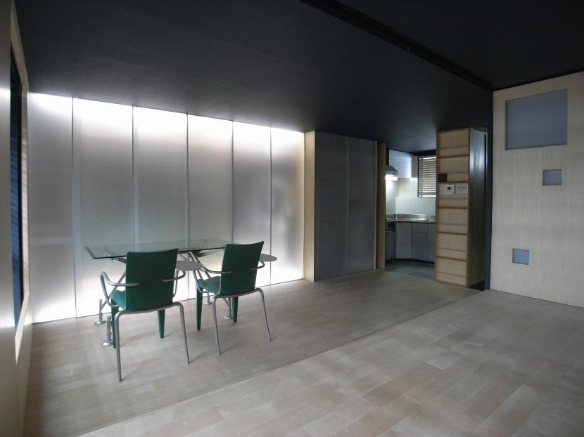 建具間接照明 (可動本棚の家)