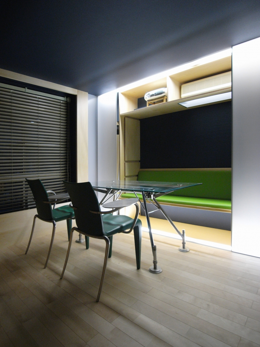可動本棚の家の部屋 タテカグ(建具+家具)ソファーorデスクorハイカウンター