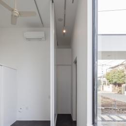ハコノオウチ04 2.5世帯住宅 (玄関とアトリエ)