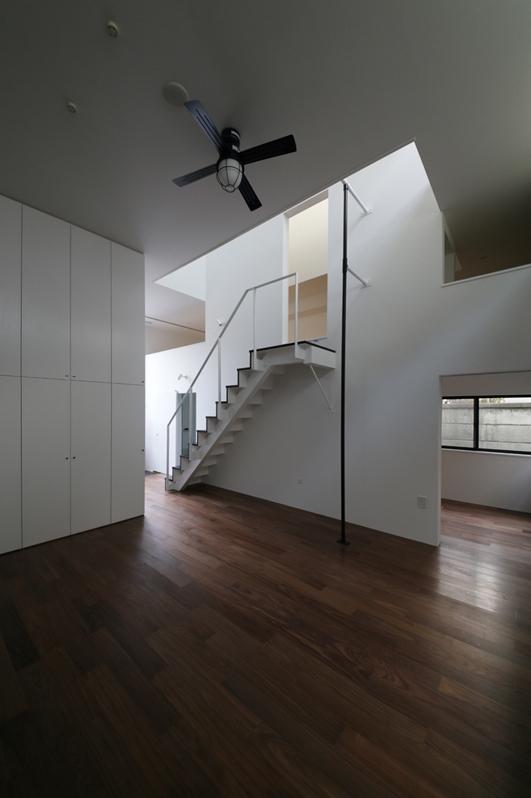 ハコノオウチ04 2.5世帯住宅の写真 天井の高いリビング