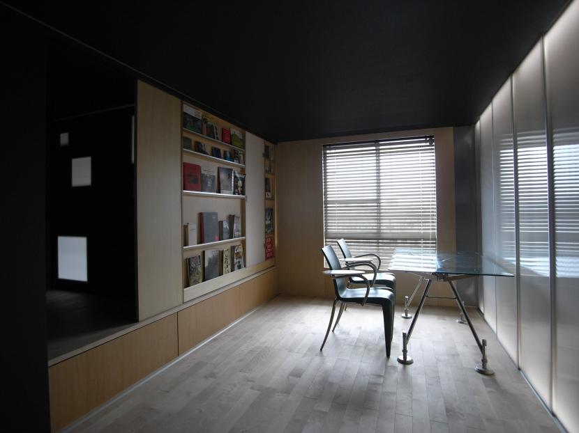 久保和樹「可動本棚の家 -可動家具・可動間仕切りで間取りの変わる家-」