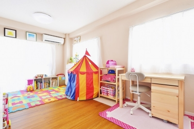 珪藻土アクセントの子供部屋 (子供が走り回る家)