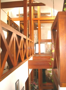 COPPER-HOUSE-1 (中2階から寝室方向)
