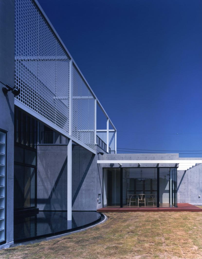 長津田Yハウス(*)の部屋 パンチングパネルと水盤
