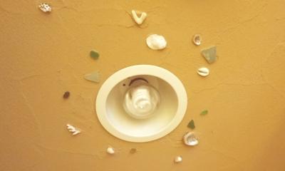 東京都新宿区I様邸 ~体で感じる自然素材の住まい~ (トイレの照明)