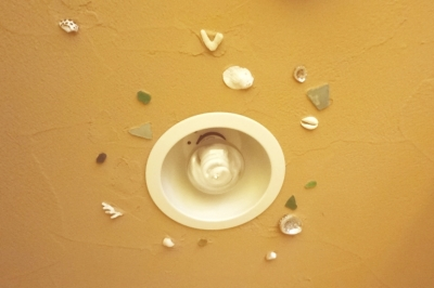 トイレの照明 (体で感じる、自然素材の住まい)