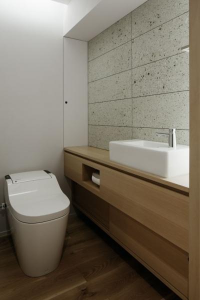トイレ (ウチソトの間合)