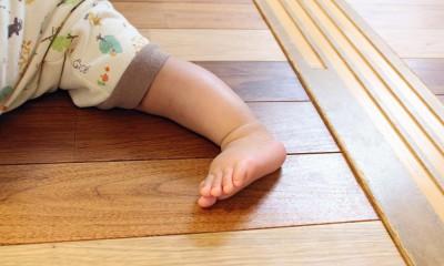 お子様に優しい無垢床|オリジナルフローリングのLDK