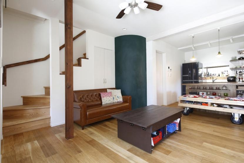 Y邸・できることは自分たちで。コラボで作り上げた快適な住まい (LDK)