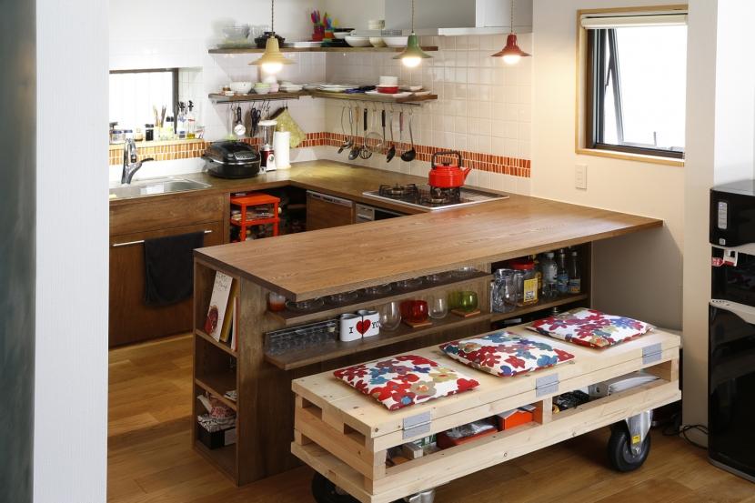 Y邸・できることは自分たちで。コラボで作り上げた快適な住まいの部屋 手作りベンチ
