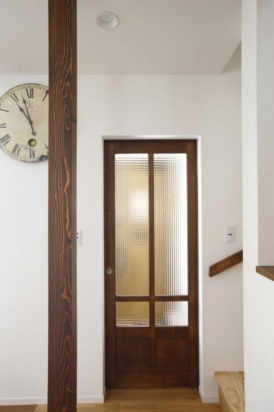 扉 (Y邸・できることは自分たちで。コラボで作り上げた快適な住まい)