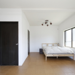 Y邸・できることは自分たちで。コラボで作り上げた快適な住まい (ベッドルーム)