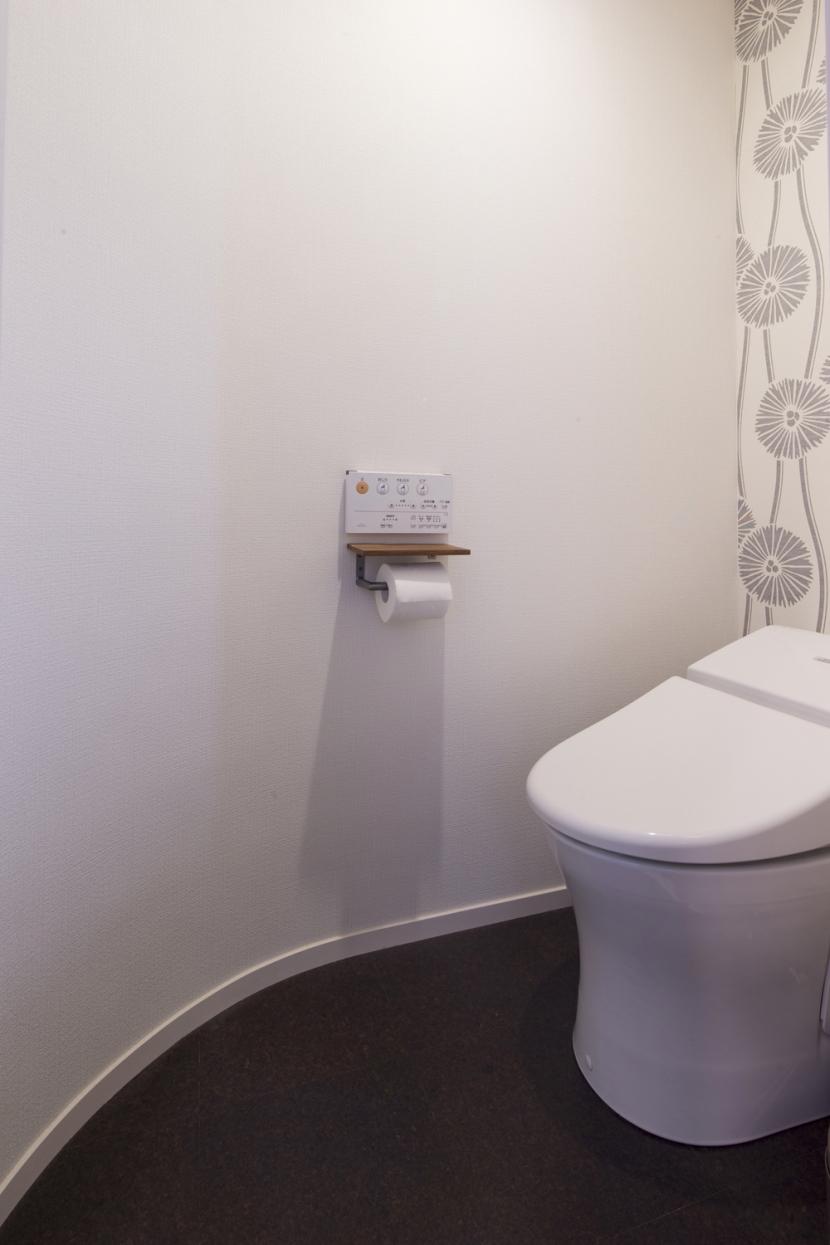 Y邸・できることは自分たちで。コラボで作り上げた快適な住まいの写真 トイレ