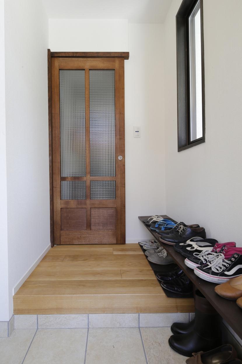 Y邸・できることは自分たちで。コラボで作り上げた快適な住まいの写真 玄関