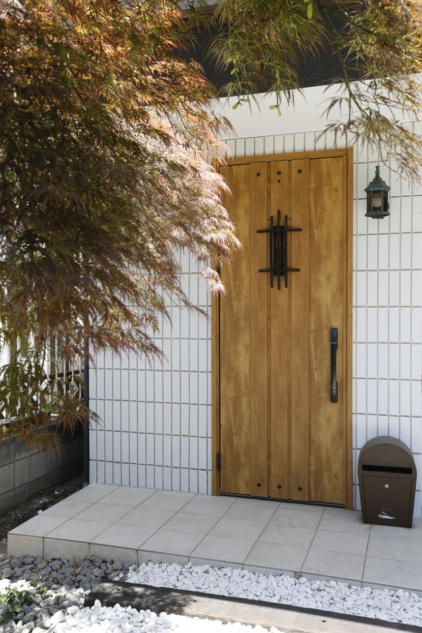 Y邸・できることは自分たちで。コラボで作り上げた快適な住まいの部屋 玄関ドア