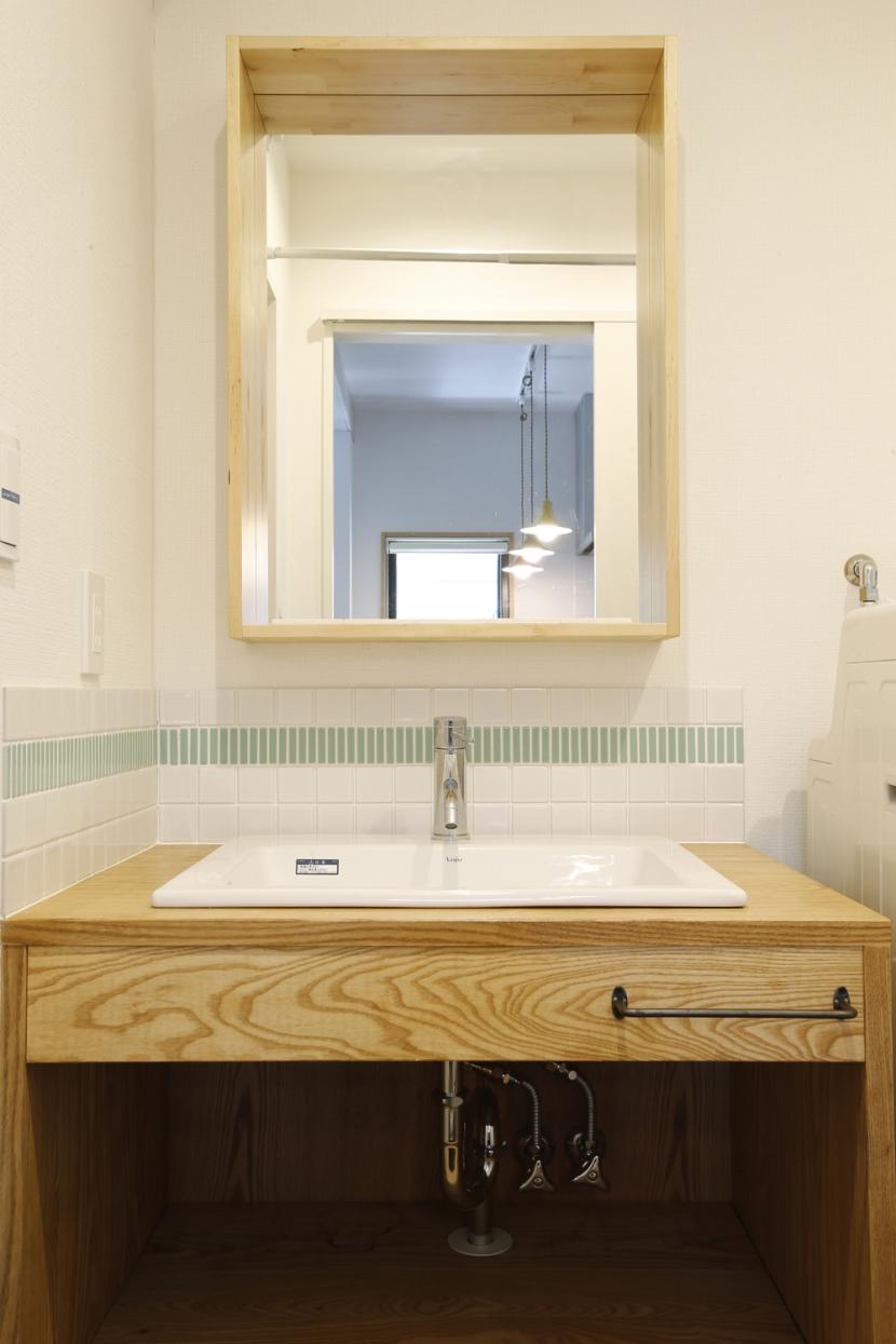 Y邸・できることは自分たちで。コラボで作り上げた快適な住まい (洗面台)
