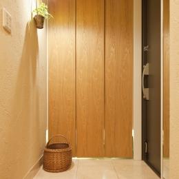 横浜市W様邸 ~ナチュラルリノベーションでヴィンテージ家具を楽しむ住まい~ (味わい深い、ほっこり玄関)