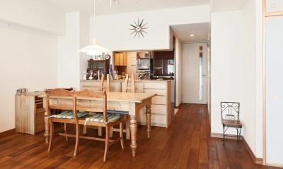 横浜市W様邸 ~ナチュラルリノベーションでヴィンテージ家具を楽しむ住まい~ (「好き」を詰め込んだダイニング)