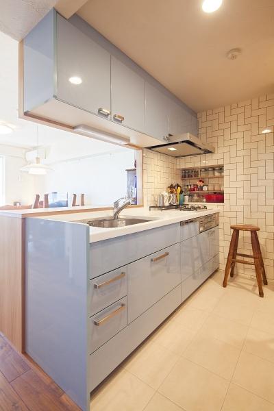タイルが魅せる、お気に入りのキッチン (横浜市W様邸 ~ナチュラルリノベーションでヴィンテージ家具を楽しむ住まい~)