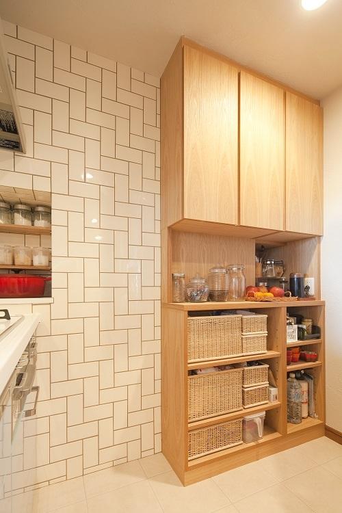 横浜市W様邸 ~ナチュラルリノベーションでヴィンテージ家具を楽しむ住まい~ (こだわりのキッチン収納)