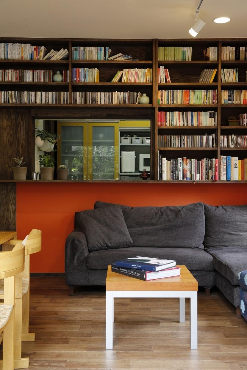 リフォーム・リノベーション会社:スタイル工房「T邸・室内も窓からの緑も・・・色彩溢れる毎日を暮らす」