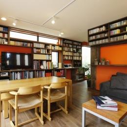 T邸・室内も窓からの緑も・・・色彩溢れる毎日を暮らす