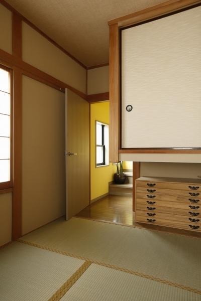 和室 (T邸・室内も窓からの緑も・・・色彩溢れる毎日を暮らす)