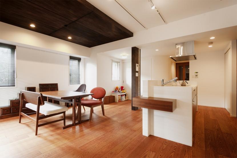 Ya邸・シックでのびやかな住空間で暮らすの写真 LDK