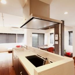 Ya邸・シックでのびやかな住空間で暮らす (キッチン)